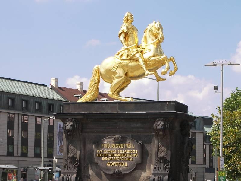 Der Goldene Reiter Dresden Der Goldene Reiter Hält Vor